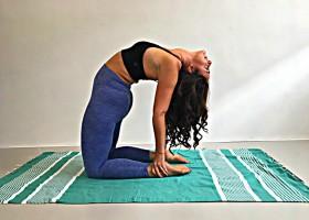 Kameel yoga houding ustrasana pittig maar heerlijk Kameel houding (Ustrasana) in yoga: pittig maar heerlijk! - Wereld van Yoga