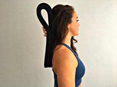 hoe gebruik je een yoga strip vrouw laat zien