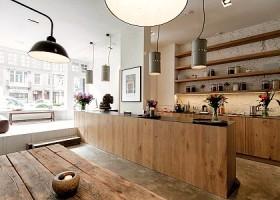 yoga studio delight yoga amsterdam west houten tafel met bar Wereld van Yoga