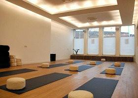 yoga voor beginners amsterdam zuid studio yoga spot zaal yogamatten