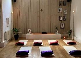 yoga amsterdam centrum sai mithra yoga matten meditatiekussens