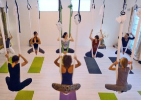 Yoga-studio-Yoga-Today-Weesp-Aerial-yoga Wereld van Yoga