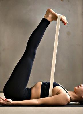 wat is een yogariem tips gebruik hulp bij yogaoefening hamstrings