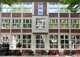 yoga studio critical alignment yoga amsterdam oost wittenburg voorgevel gebouw yogaschool Wereld van Yoga