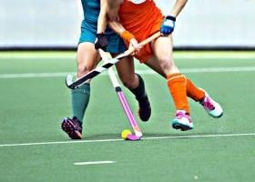 grootste-verschillen-yoga-sport-hockey-dames-wedstrijd De 3 grootste verschillen tussen yoga en sport - Wereld van Yoga