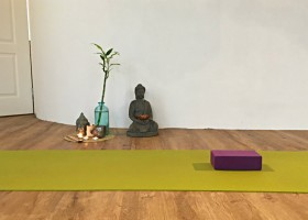 wat is vinyasa yoga uitproberen kompassie yoga Wat is Vinyasa Yoga? Ik probeerde het uit! - Wereld van Yoga