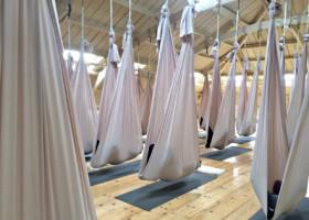 yogastudio yogadreams zaandam zwangerschapsyoga in aerial doeken Wereld van Yoga