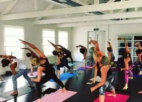 yogastudio yoga loft hilversum groepsles staan Wereld van Yoga