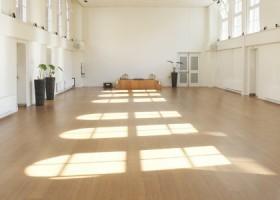 yoga amsterdam centrum jordaan de nieuwe yogaschool lichte zaal