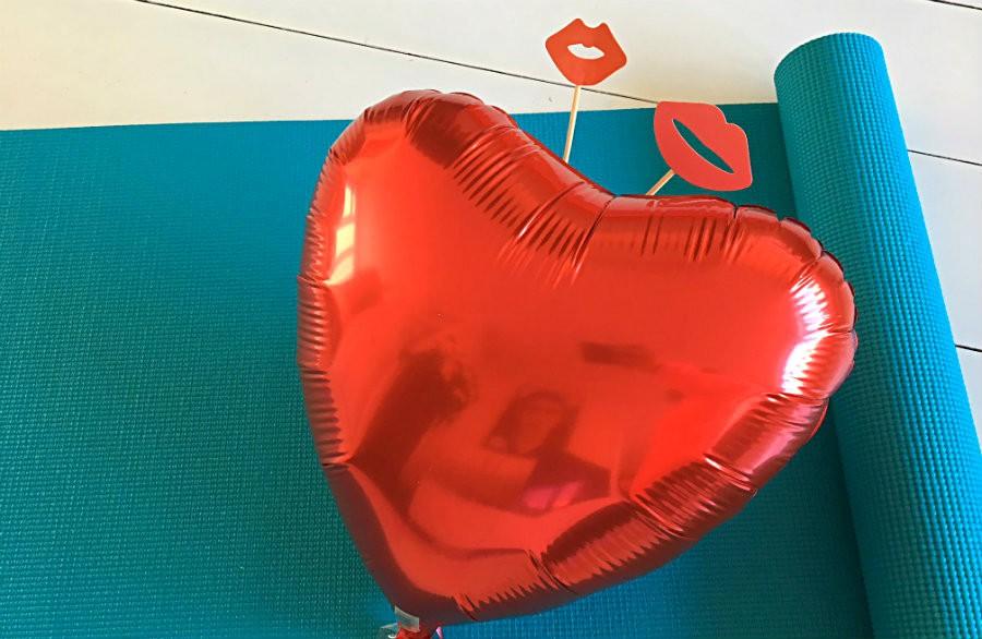 meer liefde door yoga rood hart yogamat Meer liefde door yoga! - Wereld van Yoga