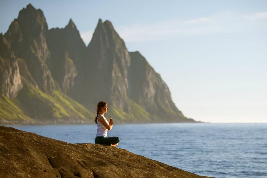 5 beste yoga houdingen vakantie adres buiten natuur weinig ruimte De 5 beste yogahoudingen voor op je vakantie adres! - Wereld van Yoga