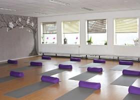 yoga studio yogaletta aalsmeer lichte yogaruimte met raam Wereld van Yoga