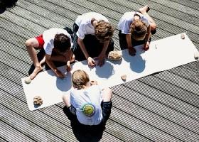 yoga studio dolfijn wellness amsterdam zuid vier kinderen tekenen yoga Wereld van Yoga