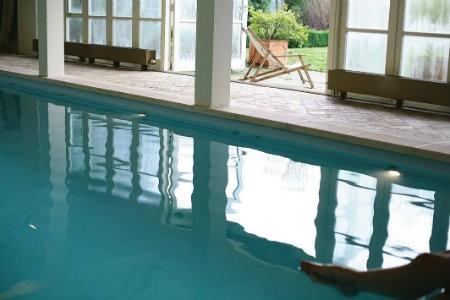 yoga mindfulness weekend yogabee zeeland zwembad