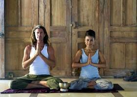 yoga studio delight yoga amsterdam weesperbuurt docenten doen yogahouding Wereld van Yoga