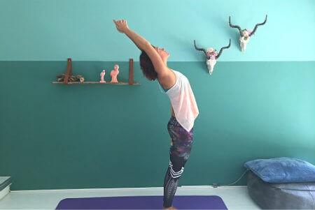 5 yoga buikspieroefeningen halve maan achterwaarts