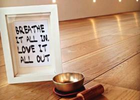 yogastudio hoog droog harlingen klankschaal houten vloer Wereld van Yoga