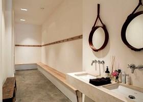 yoga studio delight yoga amsterdam west kleedkamer met wasbak en spiegel Wereld van Yoga