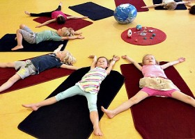 yoga studio thrive yoga amsterdam oost kinderen doen yogales Wereld van Yoga