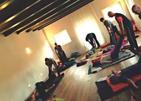 yogastudio hoog droog harlingen mensen volgen yogales Wereld van Yoga