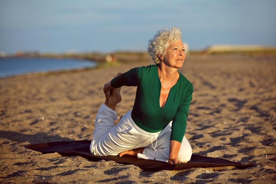 yoga senioren goed voor gezondheid gezond Yoga voor senioren is goed voor de gezondheid - Wereld van Yoga