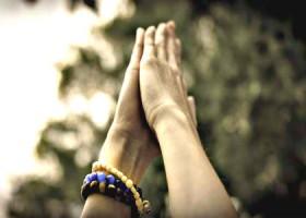 Justflowyoga-Rotterdam-twee-handen-in-de-lucht Wereld van Yoga