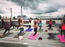yogastudio louzen malou zuur rotterdam centrum ssrotterdam yogales op schip in buitenlucht Wereld van Yoga