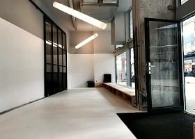yoga studio yogaground rotterdam centrum entree studio met deur Wereld van Yoga