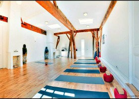 yoga studio sakti isha den haag centrum zaal wit plafond