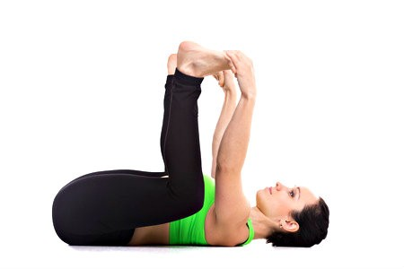 yin yoga helpt bij stijve heupen happy baby pose