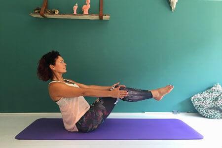 5 yoga buikspieroefeningen boothouding