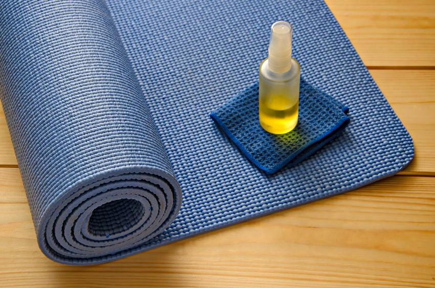 yoga mat schoonmaken hoe vaak Je yoga mat schoonmaken: hoe (vaak) moet dit? - Wereld van Yoga