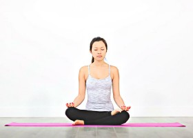 3 redenen yin yoga meditatief vrouw yogahouding 3 redenen waarom Yin Yoga zo meditatief is - Wereld van Yoga