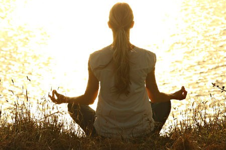 wat is jivamukti yoga meditatie toewijding