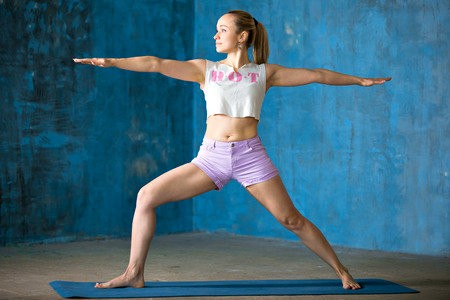 wat is voordeel van hot yoga meisje doet oefening