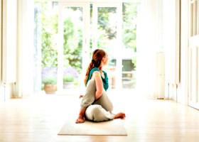 meander-yoga-yogaschool-rotterdam-vrouw-priveles-yoga Wereld van Yoga