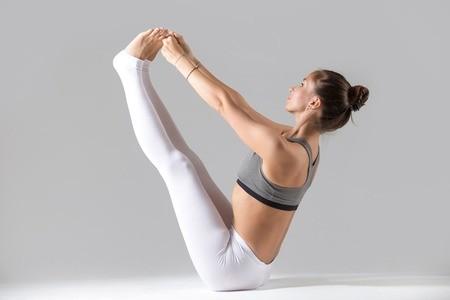4 goede yogaoefeningen bij weinig tijd: boot (navasana)