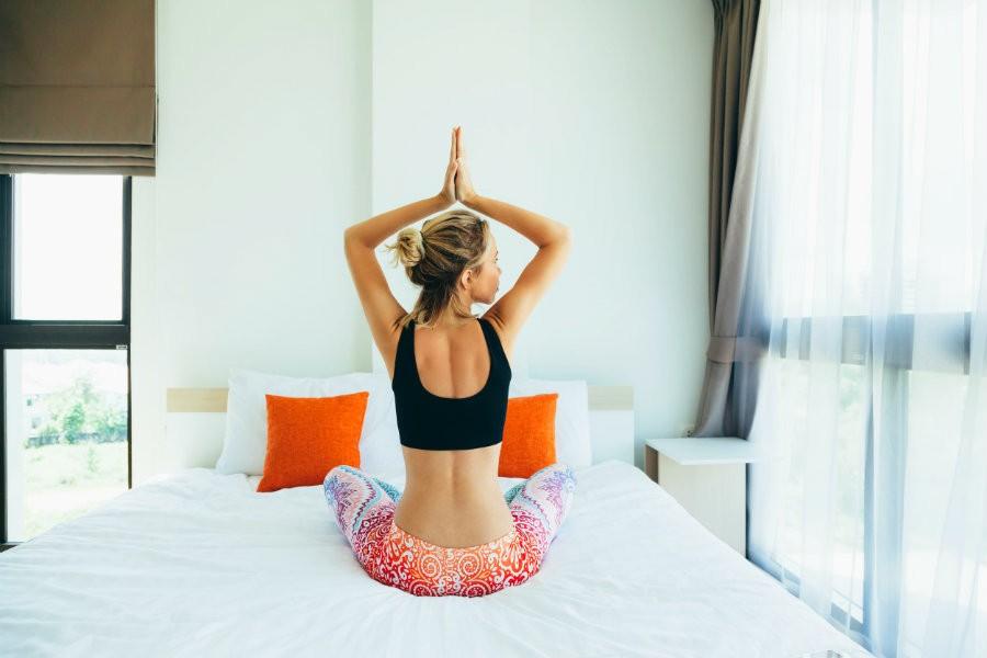 3 x ochtend yoga oefeningen frisse start 3 x ochtend yoga oefeningen - Wereld van Yoga